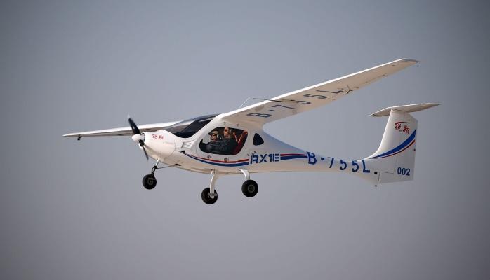 Китайский самолет впервые полетел на водородном топливе