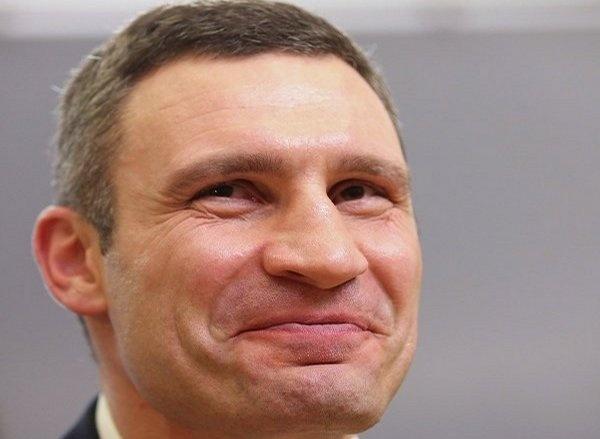 """Виталий Кличко продолжает """"отжигать"""": завернутые носки и волшебные пендели (видео)"""