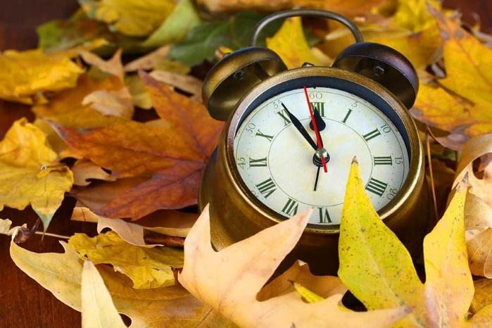 """В октябре Украина переходит на """"зимнее"""" время"""