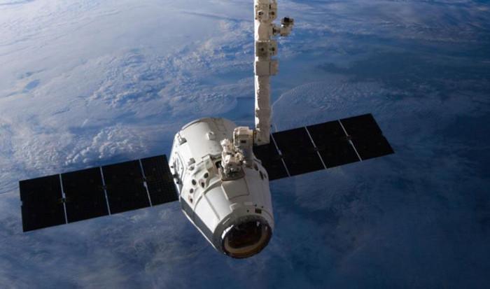 Компания SpaceX откладывает запуск космического корабля Dragon