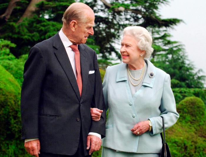 Королева Елизавета и принц Филипп отметили 70 лет свадьбы