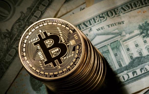 Криптовалюта Bitcoin рухнула в цене на 25%