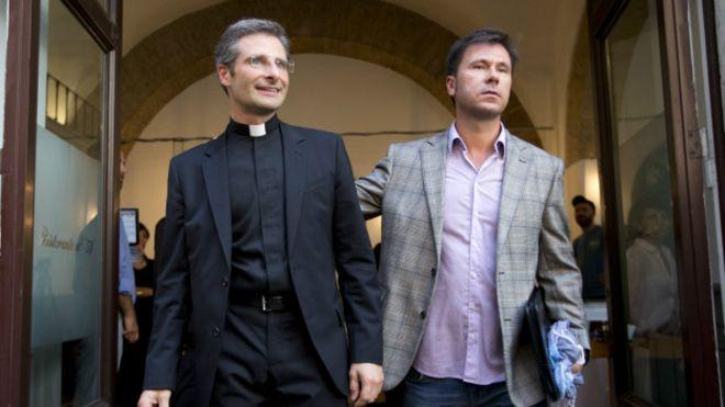 Католический священник-гей раскритиковал Ватикан