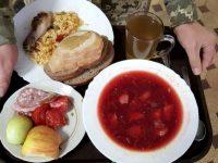 """Кто кормит и за сколько солдата ВСУ? Порошенко проводит """"революцию еды"""""""