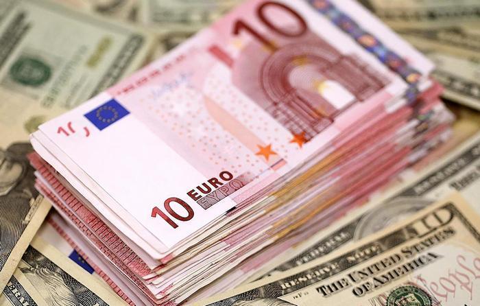 Курс валют от НБУ на 12 июня 2017. Доллар и евро вновь дешевеют