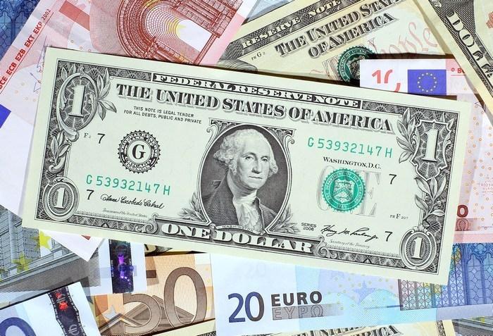 Курс валют от НБУ на 25 мая 2017. Доллар и евро снова дешевеют