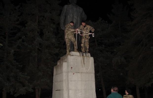 В Днепропетровске стало на одного Ленина меньше (фото)