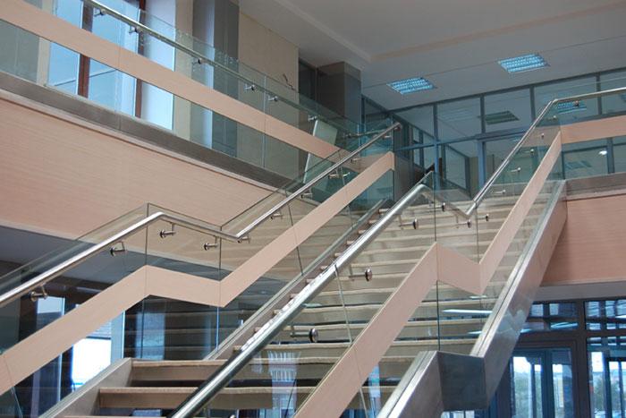 Бизнес-идея: ограждение лестниц общественных зданий