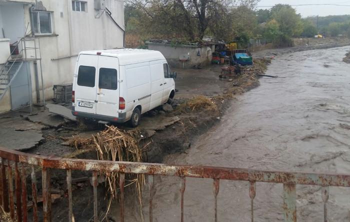 Ливневые дожди и наводнение в Болгарии, есть пострадавшие