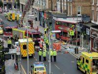 Лондонский автобус врезался в здание недалеко от оживленного вокзала