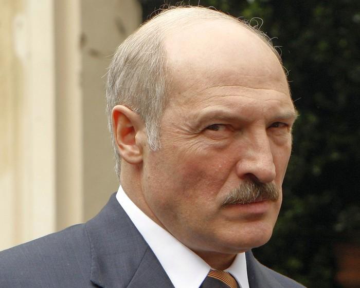 Лукашенко увидел угрозу в интернете в СМИ