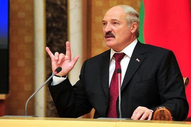 Лукашенко прекратил поставлять бензин в Россию