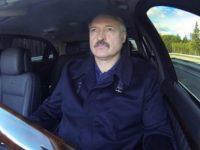 """Лукашенко тестируя электрокар Tesla приказал своим инженерам не """"всовывать"""" батарею в багажник (видео)"""