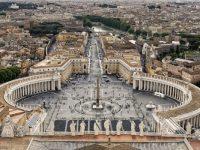 В Ватикане открыли «Макдональдс»: кардиналы против точки фаст-фуда