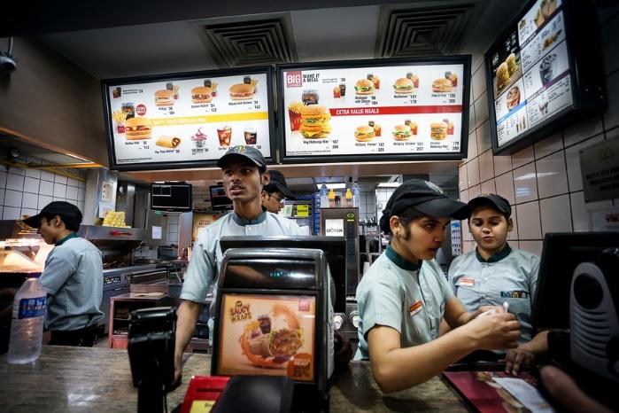 """""""Макдоналдс"""" со скандалом уходит из Индии"""