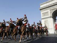 Макрон подарил Си Цзиньпину коня по кличке Везувий