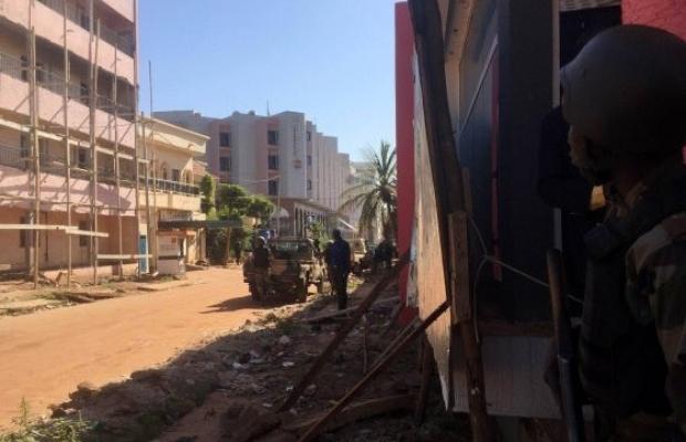 В захваченной в Мали гостинице террористы отпустили заложников, знавших Коран