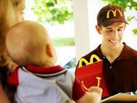 Макдональдс в партнерстве с UberEATS тестирует службу доставки еды из своих ресторанов