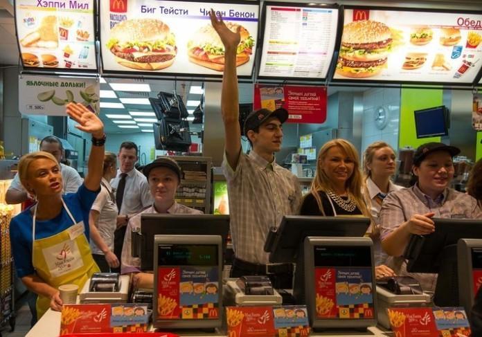 Экс-спикер Белого дома стал работником McDonald's