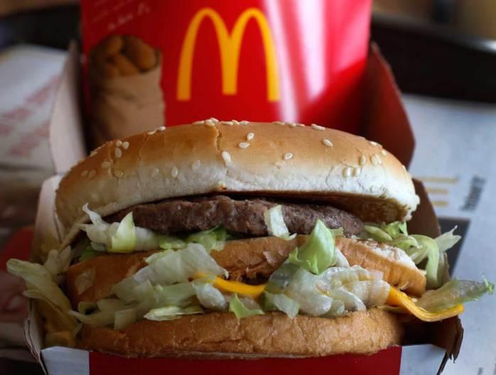 The Big Mac index. Рубль и гривна - одни из самых недооцененных валют в мире