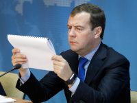 Медведев предложил повышение пенсий в РФ заменить разовой выплатой