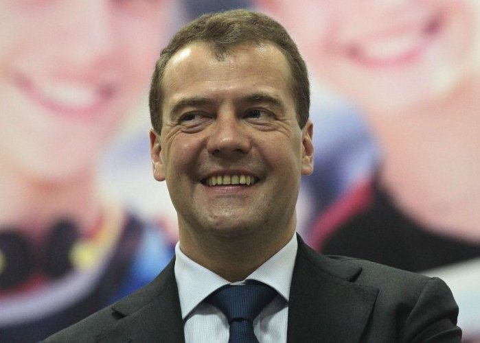Медведев в интервью Time оценивал потери экономики РФ и цитировал Булгакова