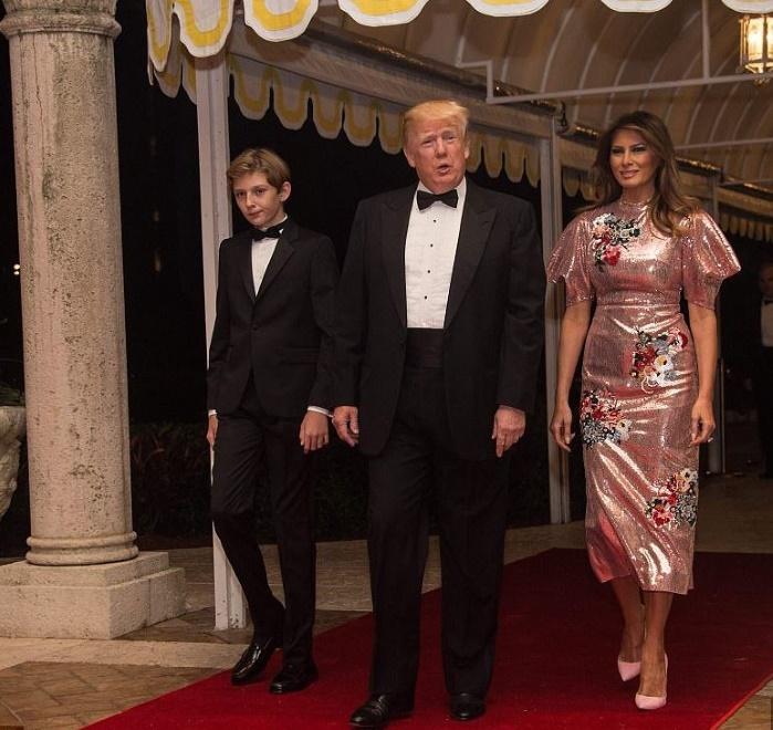 Мелания Трамп была новогодней «королевой» в платье за 4000 долларов