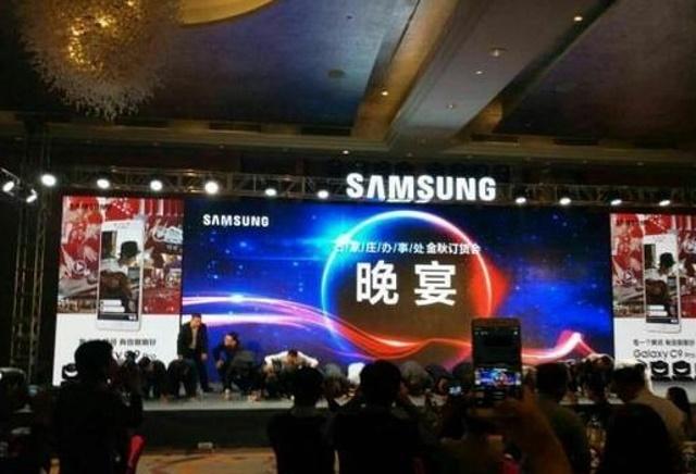Менеджеры Samsung стали на колени и просили извинения за Galaxy Note 7