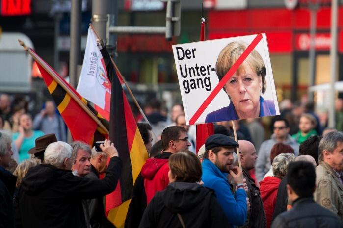 Меркель решилаплатить беженцам 3 тыс евро за возвращение на родину