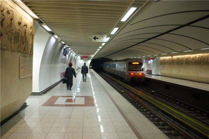 В Афинах работники метро объявили суточную забастовку
