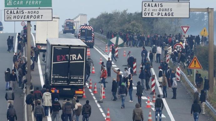 Мигранты массово перемещаются из Кале в Брюссель