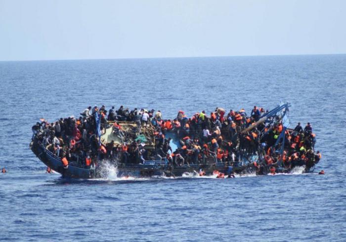 Из-за неудачных попыток пересечь Средиземное море утонули от 700 до 900 беженцев, - ООН