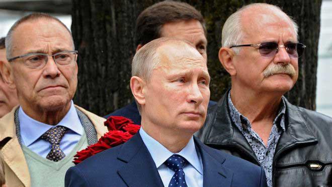 Правительство России выделит Михалкову 700 млн рублей на русский McDonald's: сеть фаст-фудов «Едим Дома!»