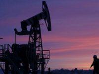 Мировые цены на нефть упали ниже 70 долларов