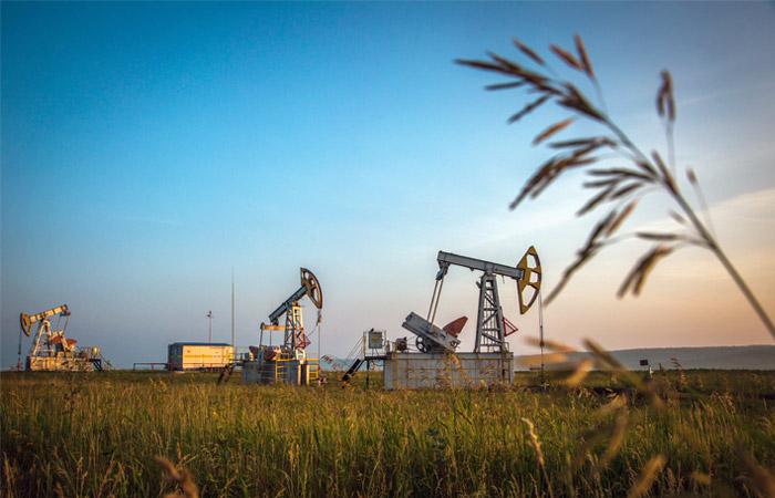 Мировые цены на нефть в четверг продолжают снижаться