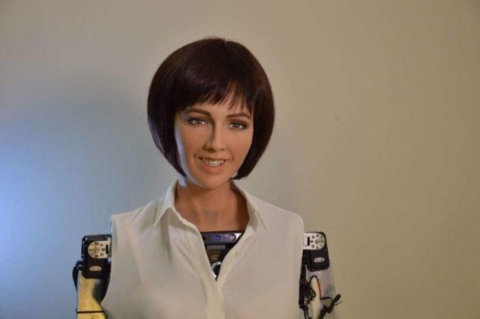 """""""Мозг"""" робота Софии не выдержал вопроса о коррупции в Украине"""