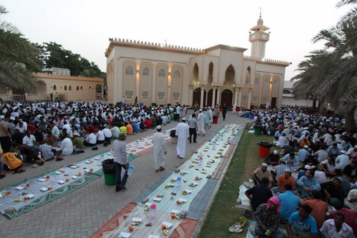 Мусульманский мир празднует завершение священного месяца Рамадана (фото)