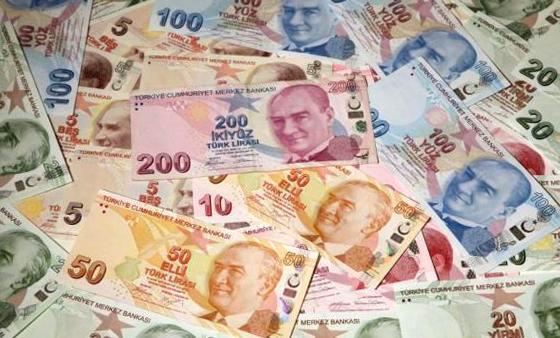 На фоне попытки военного переворота турецкая лира обвалилась до многолетнего минимума