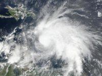 На Гаити разбушевался ураган Мэтью: есть первые жертвы (видео)