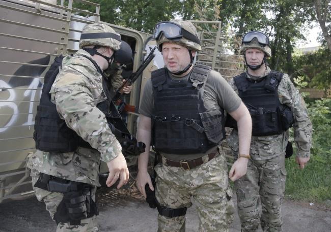 На армию в 2018 году отдадут не менее 5% ВВП, — Турчинов
