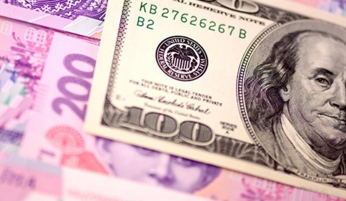 Нацбанк обвинил СМИ в ослаблении гривны