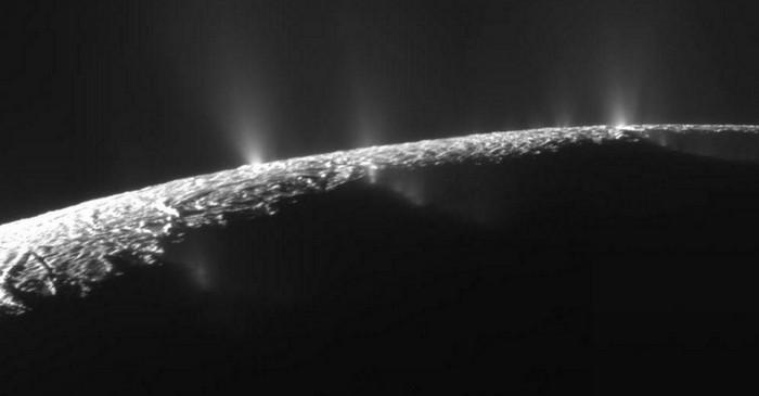 NASA говорит, что на спутнике Сатурна вероятно есть жизнь