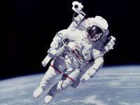NASA оснастит космические скафандры системой автоматического пилотирования