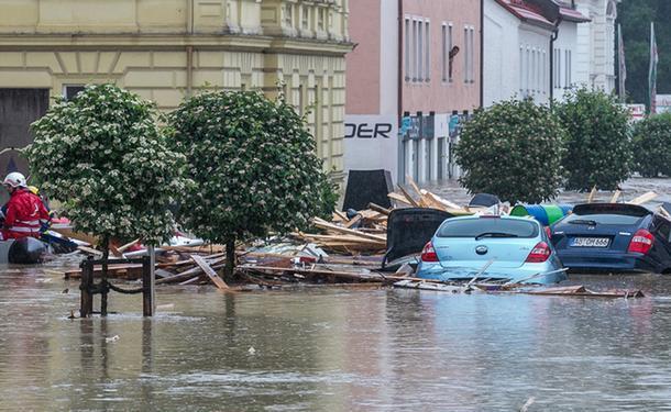 Из-за наводнения в Баварии погибли несколько человек (видео)