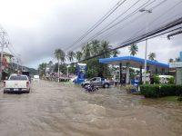 Наводнение в Таиланде: сотни туристов не могут покинуть остров Самуи
