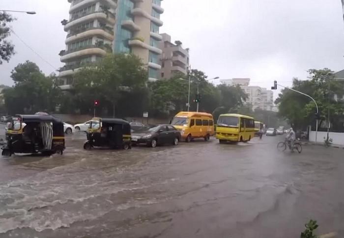 Наводнения в Индии и Бангладеш убили более 1200 человек
