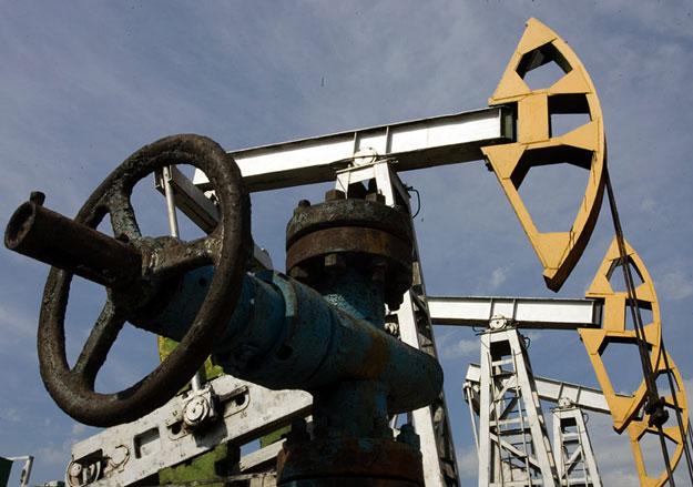 24 марта цены на нефть падают на фоне рекордной добычи в Саудовской Аравии