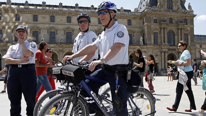 """Нидерланды: """"полиция моды"""" начнет допрашивать граждан, одетых не по средствам"""