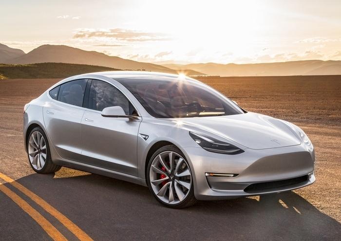 Новая модель Tesla признана в 10 раз безопаснее обычного автомобиля