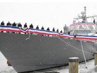 Новейший военный корабль ВМС США застрял во льдах Канады